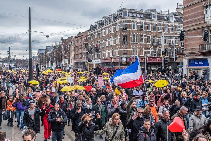 Protesten tegen de corona maatregelen zijn er geregeld, zoals hier in Amsterdam. In Slagharen is zaterdag een demonstratie gepland.