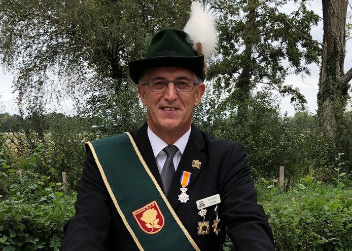 John Cremers met zijn Koninklijke Onderscheiding.