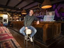 't Neutje in Hengelo is echte stamkroeg, met nootjes op de bar: 'Hier moet je zijn, dat verhaal ging rond'
