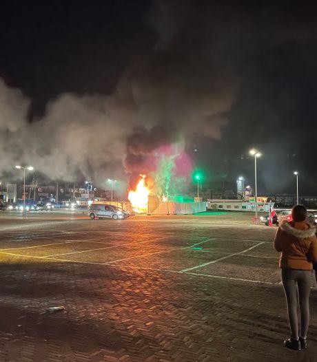 Doorbraak na aangestoken brand in GGD-teststraat op Urk: twee nieuwe arrestaties