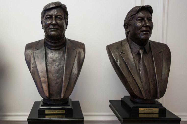 De borstbeelden van de Hasseltse oud-burgemeesters Steve Stevaert en Herman Reynders zijn klaar om te bezichtigen in het stadsmus in Hasselt.