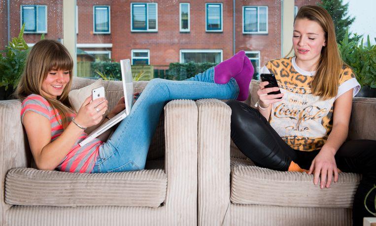 Nederlandse jongeren zijn de afgelopen jaren digitaal handiger geworden. Zij scoren hierop binnen de Europese Unie als een van de besten. Dat meldt het Centraal Bureau voor de Statistiek (CBS). Beeld ANP XTRA