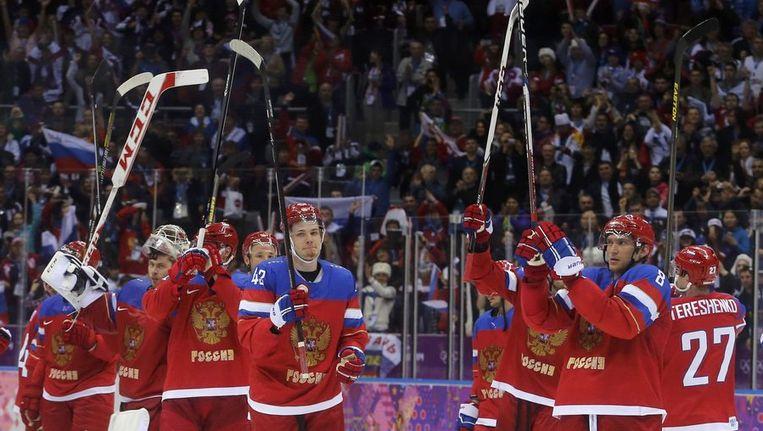 De Russische ijshockeymannen zijn klaar voor de clash met de VS. Beeld reuters