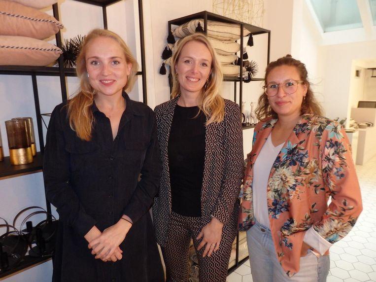 C: Carlien Schafthuizen (&C), Maureen Kengen (Make style) en Laura van Riggelen (Karwei). Kasten zijn open. Transparant. Beeld Hans van der Beek