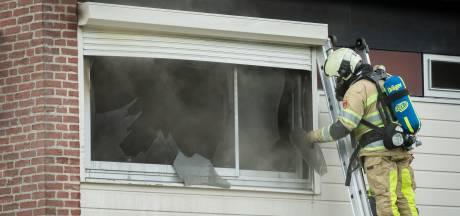 Buren ontdekken brand in slaapkamer, bewoners niet thuis