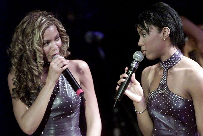 Kelly Rowland (rechts) had jarenlang het gevoel dat ze in de schaduw van Beyoncé Knowles (links) stond.