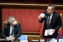 De Italiaanse minister van Financiën Daniele Franco (rechts) en premier Mario Draghi.