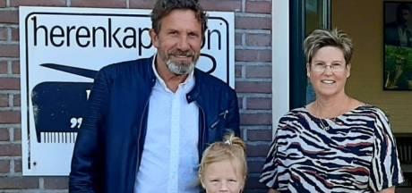Kapper Frans laat na afscheid in Den Ham nog 1 keer van zich horen en verrast zieke Amber
