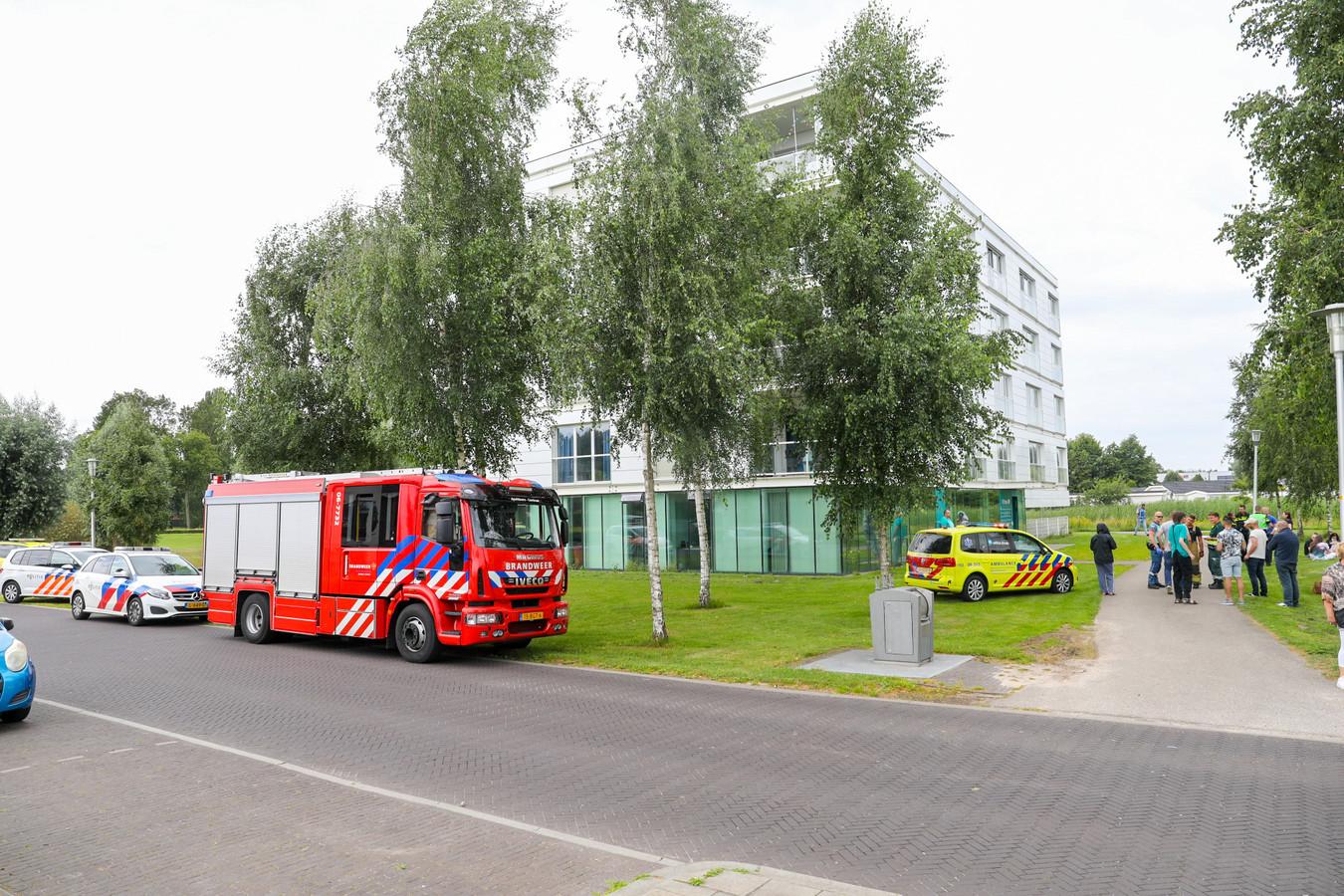 Het appertementencomplex aan de Calypsostraat in Apeldoorn dat ontruimd is.