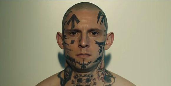 Jamie Bell als de vol getatoeëerde neo-Nazi Bryon Widner.