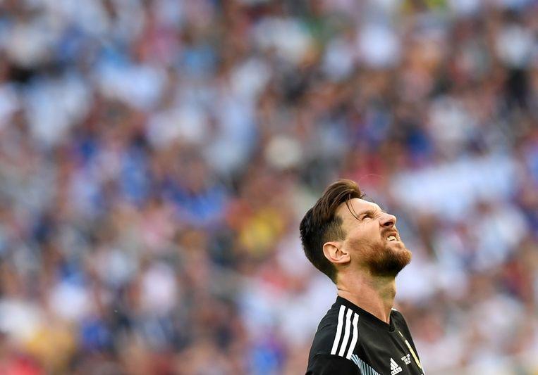 ►Lionel Messi torst alweer het gewicht van een hele natie op zijn schouders. Beeld EPA
