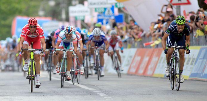 Fran Ventoso (rechts) verslaat sprintgrootheid Alessandro Petacchi in de Giro van 2011.