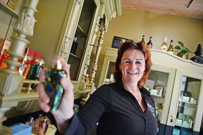 """Nancy Eshuis in haar Geuratelier in Denekamp. """"Geuren zijn heel persoonlijk."""""""