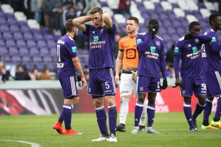 De Anderlecht-verdediging is aan een slecht seizoen bezig: 44 tegendoelpunten in 31 matchen.