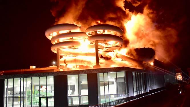 Zwembad brandt als een toorts net voor grote opening