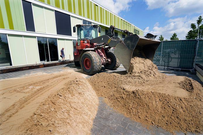 Bij sporthal Arcus wordt een zandbed aangelegd waarop buitensporten beoefend kunnen worden.