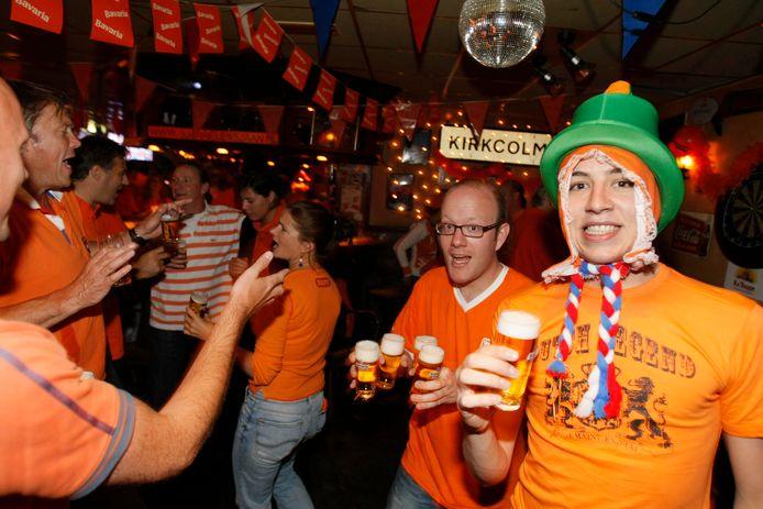 Het Nederlands Elftal kijken in de kroeg: ooit was het de normaalste zaak van de wereld