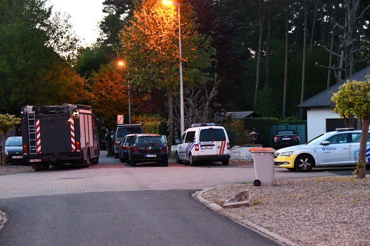 De politie zoekt de voortvluchtige militair in het Dilserbos bij Dilsen-Stokkem, waar zijn auto is aangetroffen.  Beeld Belga