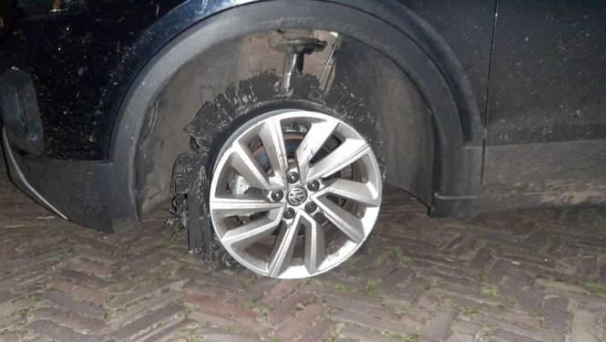 Auto rijdt kilometers op drie banden door Enschede
