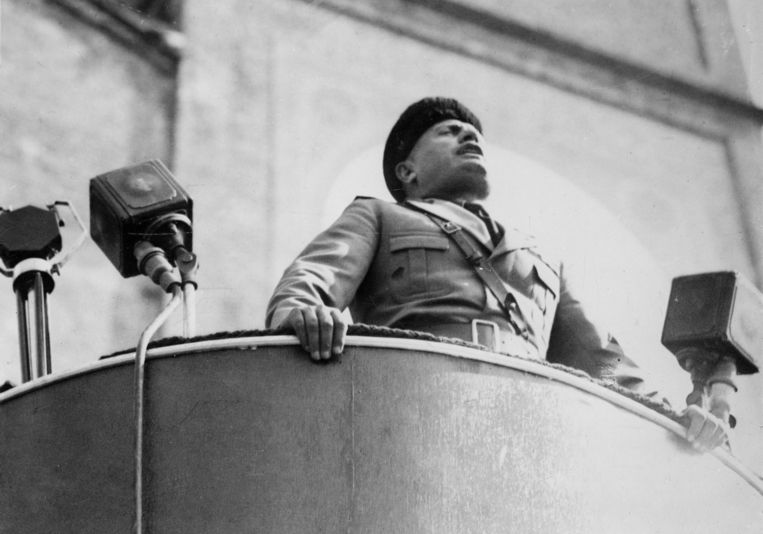 Mussolini in Milaan. Beeld Roger-Viollet