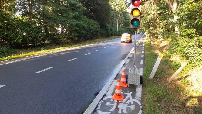 Werken aan Meeuwerbaan en Weg naar Helchteren, tijdelijke verkeerslichten in Wauberg