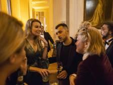 Özcan Akyol neemt nieuw tv-programma Eus' Boekenclub op in Burgerweeshuis Deventer
