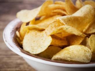 Waarom je maar niet kan stoppen met chips eten