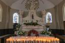 Het interieur van de Kapel van de Heilige Eik in Spoordonk, met het beeld van Maria.
