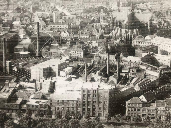 Foto genomen tussen 1937-1940: rechts beneden de Iweinstraat.