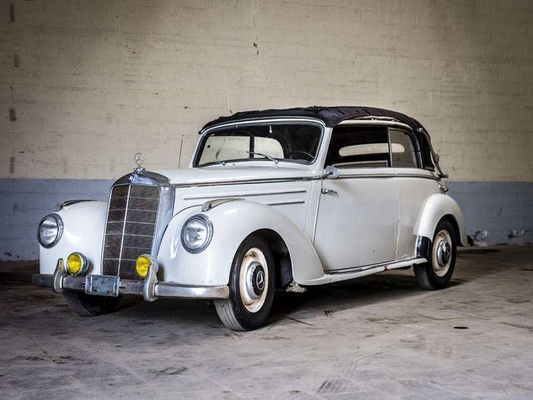 Een Mercedes 220 cabriolet B uit 1952 Beeld rv