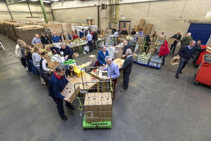 Onder meer de stichting Nomen Nescio, die kerstpakketten samenstelt voor minimagezinnen in Almelo, kreeg geld van het Roggekamp/Peitsch Fonds.