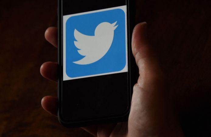 En quinze ans, Twitter est devenu un acteur incontournable des réseaux sociaux, non sans quelques polémiques.