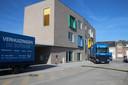 Net op tijd voor de officiële opening werd de inboedel van de school verhuisd.