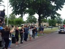 'Zwaaiploeg' Kleine Tour Steenbergen zwaait zichzelf uit