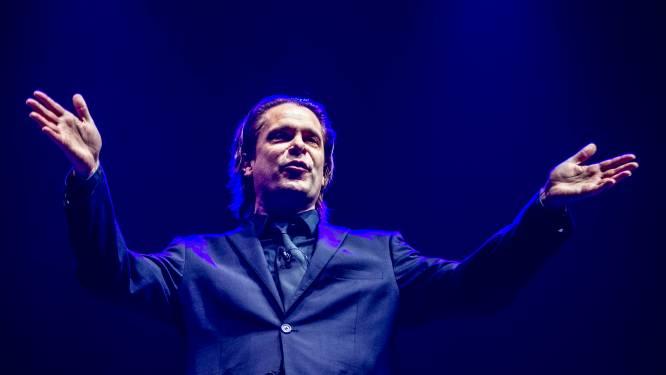 """Hans Teeuwen stelt tournee uit door coronapaspoort: """"Ik hoop dat het zo minder vanzelfsprekend wordt"""""""