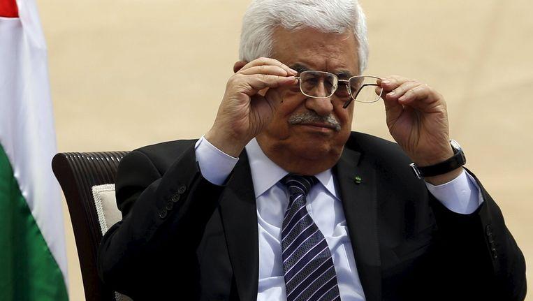 Mahmoud Abbas zet zijn bril opnieuw op. Beeld reuters