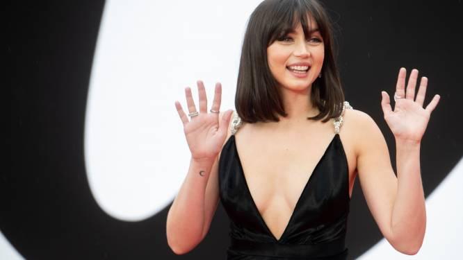 Dans une robe au décolleté plongeant, la James Bond Girl Ana de Armas en dévoile un peu trop