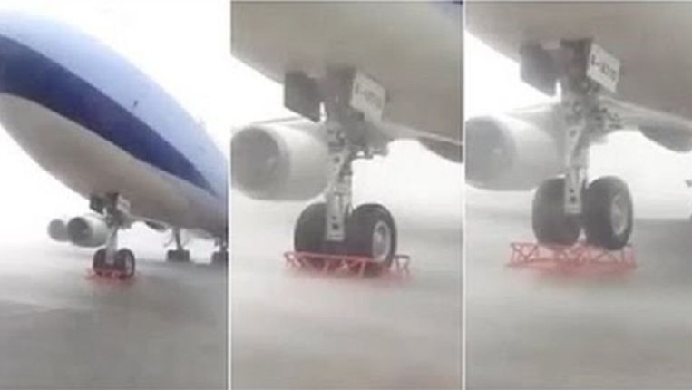 Tyfoon Soudelor neemt een Boeing in het vizier. Het resultaat is spectaculair. Beeld videostill