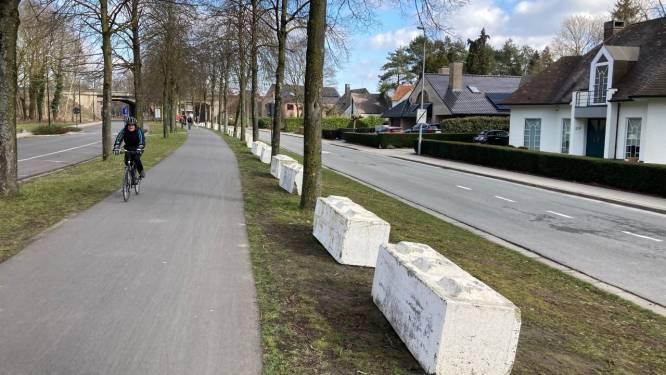 Betonblokken in Nijverheidstraat moeten bestuurders van fiets- en wandelpad houden