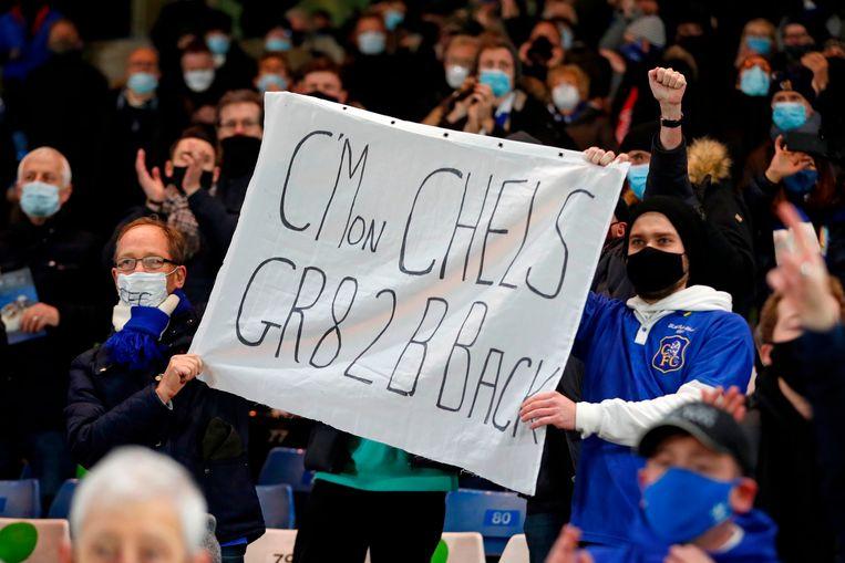 De fans van Chelsea zien hun team met 3-1 winnen van Leeds, op Stamford Bridge. Beeld AFP