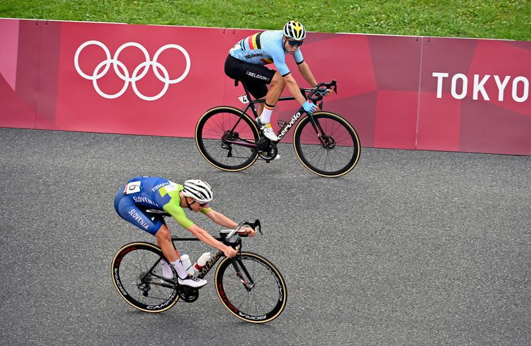 De strijd om zilver werd erg spannend tussen Wout Van Aert en Tourwinnaar Pogacar. Beeld Photo News
