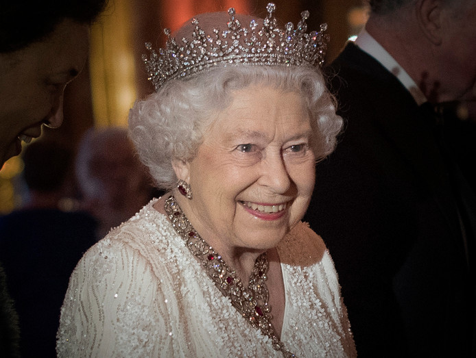 Queen Elizabeth voorafgaand aan een diner in april.