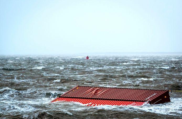 Containers van MSC Zoe in de Noordzee. Een foto uit 2019.