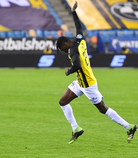 Verguisde Touré groeit uit tot de verlosser van Vitesse: zege in blessuretijd tegen PEC