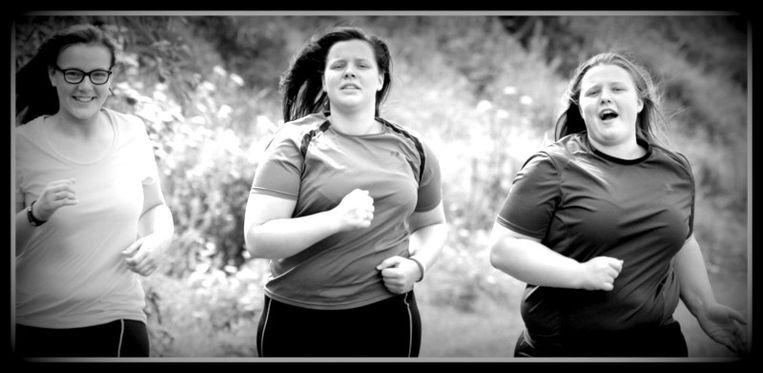 Liselotte en Liselore een tijd geleden. 'Op ons zwaarst liepen we 10 kilometer, om af te vallen. Ons doel was zelfs een marathon!' Beeld RV