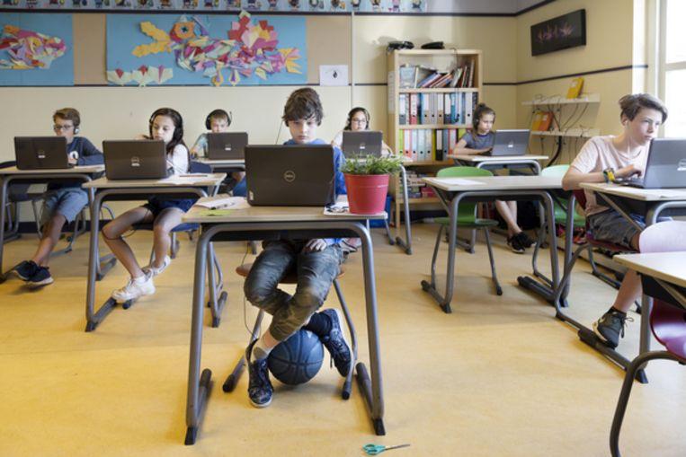 Leerlingen van groep 8 op basisschool OBS tuindorp in Utrecht zitten klaar voor de Citotoets. Beeld Pauline Niks
