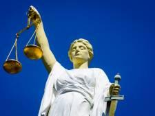 Drie jaar cel voor neersteken van agent in Drachten