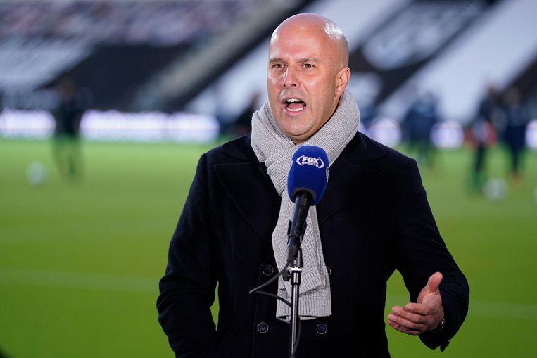 Arne Slot voor de camera van Fox Sports. Beeld BSR Agency