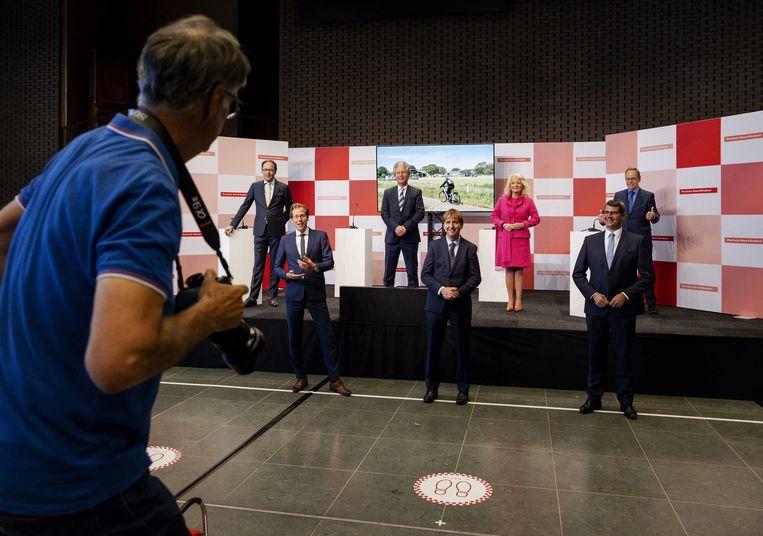 Beoogd gedeputeerden op een groepsfoto tijdens de presentatie van het bestuursakkoord van de provinciale Statenfracties van VVD, Forum voor Democratie, CDA en Lokaal Brabant voor de provincie Noord-Brabant.  Beeld ANP