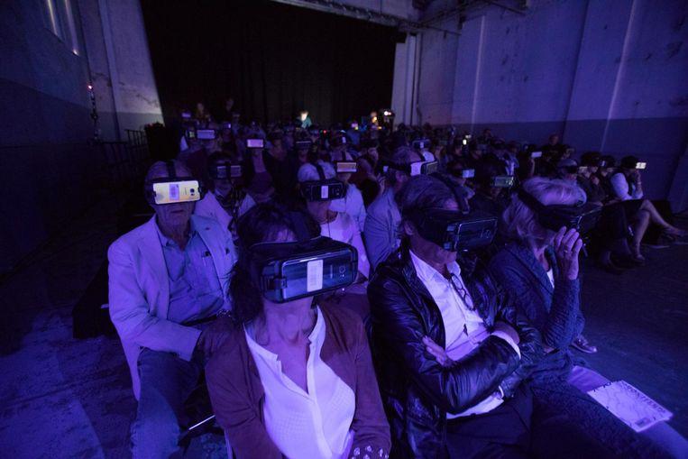 Bezoekers van de voorstelling We Cannot Sleep Beeld Jeroen C. van Zijp